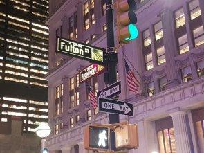 Tra Fulton Street e la Broadway