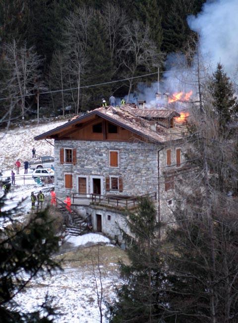 Chiudere Casa Prima Delle Vacanze : Bagolino a fuoco la casa delle vacanze