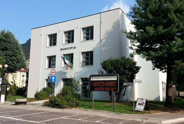Brescia, 40enne licenziato si impicca in azienda